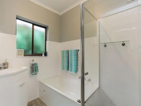 Amazing Bathroom and Kitchen Makeovers - Bath Resurfacing - Adelaide