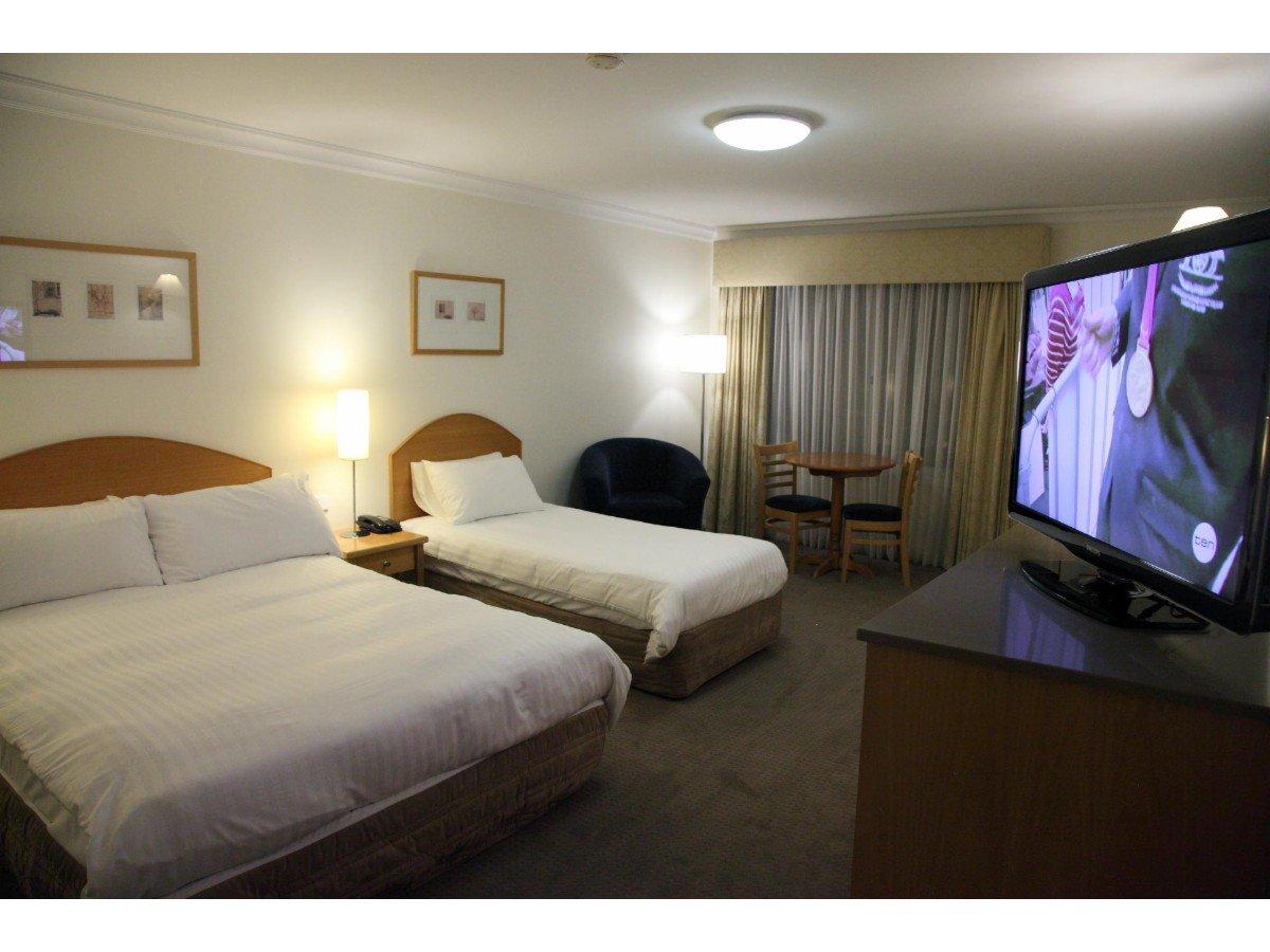 Carlyle Suites Apartments Motels 148 Tarcutta St