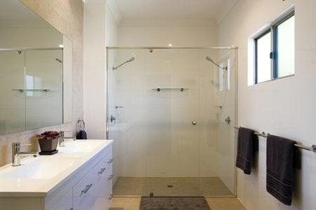 Brisbane bathroom renovations pty ltd on 291 edinburgh for Bathroom renovations brisbane