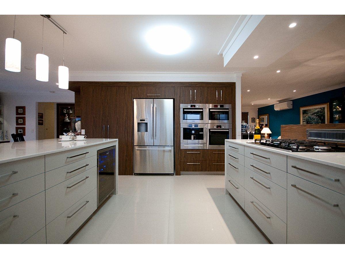 kitchen trends kitchen renovations designs 24. Black Bedroom Furniture Sets. Home Design Ideas