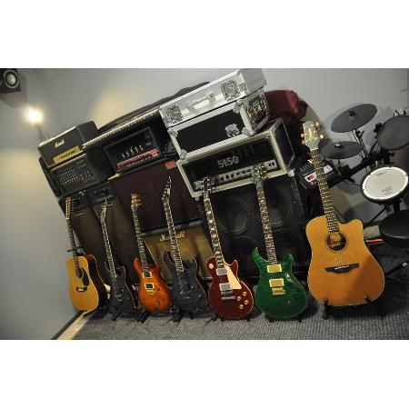 guitar training centre music musical instruments 58 commerce st taree. Black Bedroom Furniture Sets. Home Design Ideas
