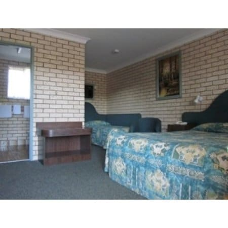 Macquarie valley motor inn motels cnr oxley highway for West valley motor vehicle