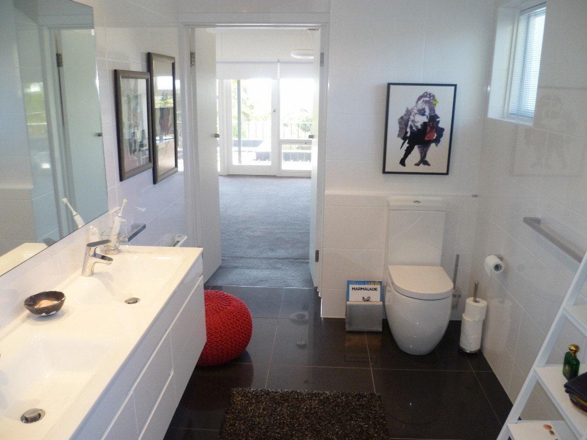Quality budget bathroom renovations bathroom renovations for Budget bathroom renovations