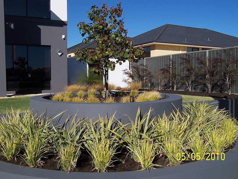 Clever landscaping landscaping landscape design sorrento for Landscape design jobs perth