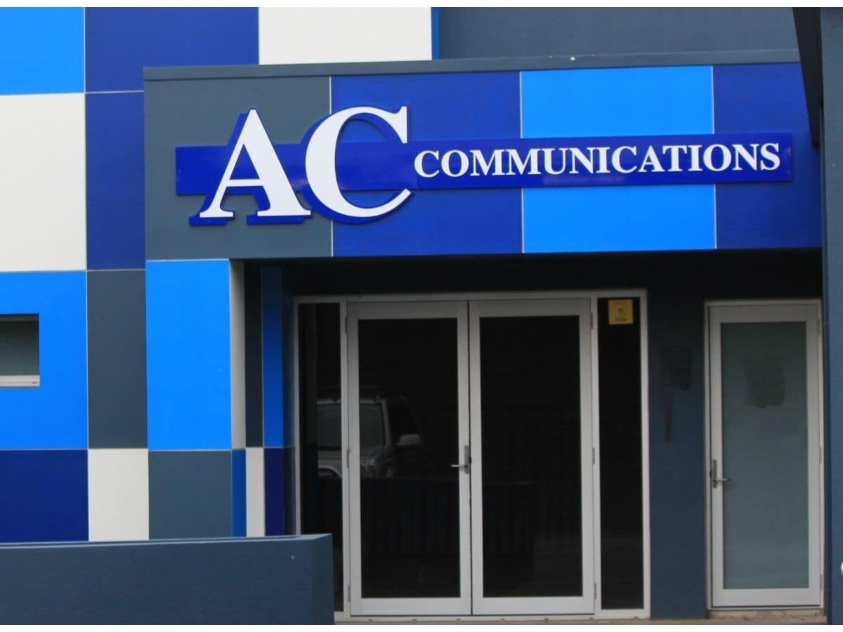 data comms Structured, network cabling contractors specialising in fibre optics installers of  cat5, cat5e, cat6, cat6a, cat7, cat7a, for schools and businesses.