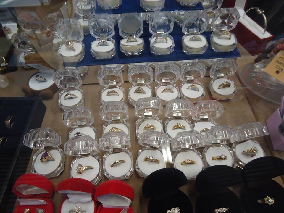 Knick Knacks Collectibles Furniture Antiques Auctions Dealers Unit 1 71 Cowper St
