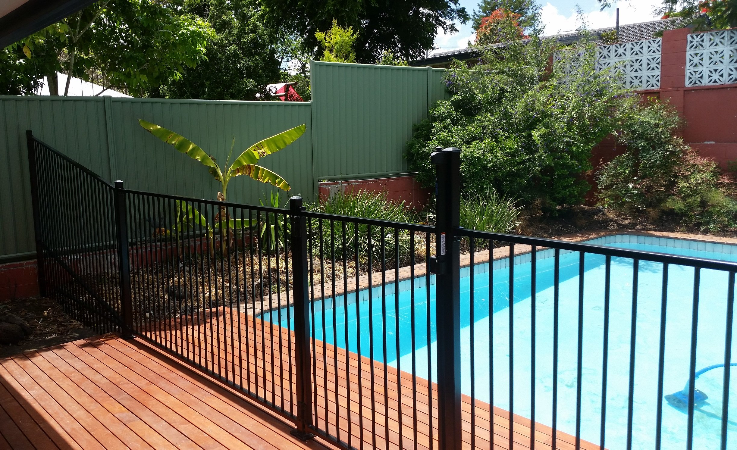 Ideal glass aluminium pool fencing fencing contractors for Pool fence design qld